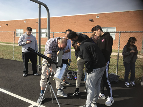 students looking at Mercury